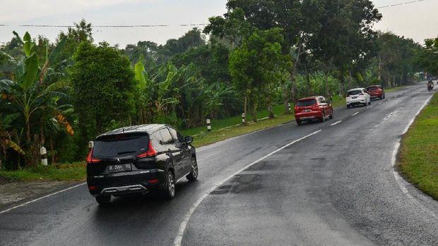 Xpander melintasi berbagai kontur jalan selama uji coba berlangsung.