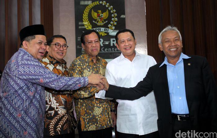Laporan SPT digelar di Gedung Nusantara III, kompleks parlemen, Senayan, Jakarta, Kamis (8/3/2018). Di lokasi, tampak hadir Dirjen Pajak Robert Pakpahan bersama pimpinan DPR Fahri Hamzah, Agus Hermanto, dan Fadli Zon.