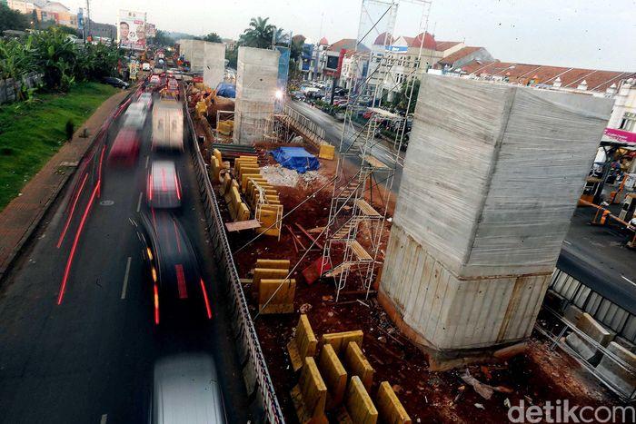 Begini penampakan terkini proyek pembangunan Tol Cimanggis-Cibitung (Cimaci) di Jalan Transyogi Cibubur, Kamis (8/3/2018).