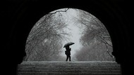 Biar Nggak Mellow, Ini 21 Meme Soal Hujan yang Bikin Ngakak