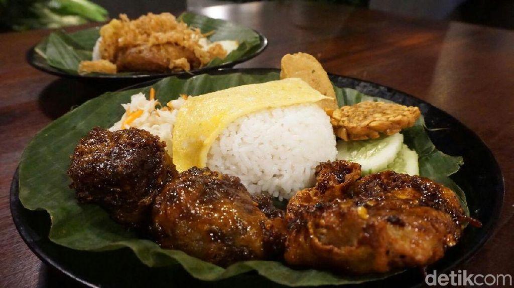 Ayam Kriwil: Puas Makan Ayam Kriwil dan Iga Bakar dengan Paduan Sambal