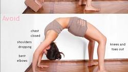 Martina Rando, instruktur yoga di Milan, membuat tutorial menarik di instagram. Ia membandingkan pose yang benar dengan kesalahan-kesalahan para pemula.