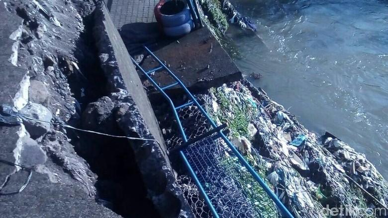 Diguyur Hujan Deras, Jalan Inspeksi di Pandeyan Yogya Ambrol