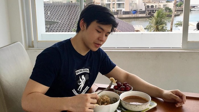 Nicholas Sean juga tidak berlebihan mengonsumsi makanan berlemak (Foto: Instagram @nachoseann)