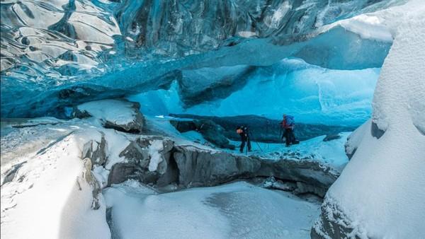 Di balik gletser ini terdapat gua es yang super cantik. Bisa dibilang mirip dengan negeri dongeng. (Tripadvisor)