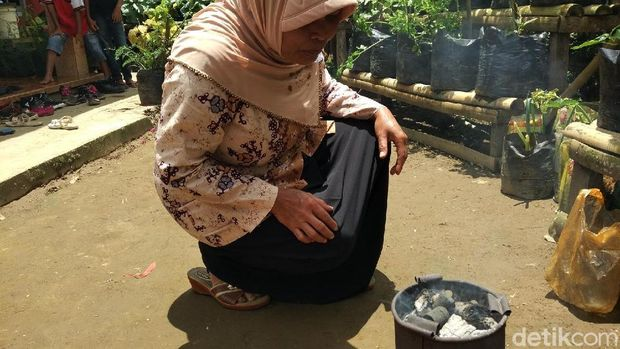 Briket hasil buatan warga Dusun Ketawan, Desa Banjarejo, Kab. Magelang