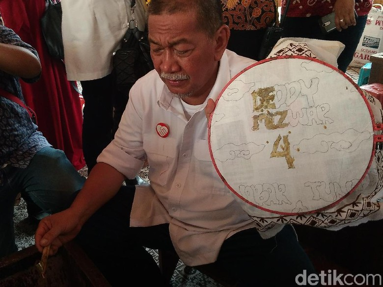 Datangi Sentra Batik Cirebon, Demiz Soroti Regenerasi Perajin Batik
