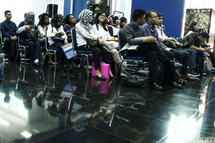 Para pelamar Digital Development Program Transmedia menjalani tes wawancara di Gedung Trans TV, Jl Kapten Pierre Tendean, Jakarta Selatan, Kamis (8/3/2018).