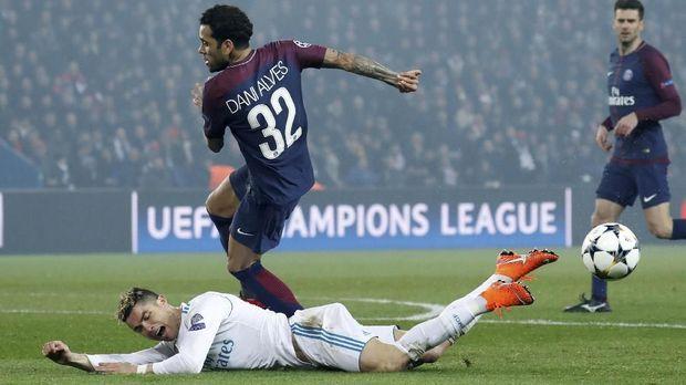 Cedera ligamen yang dialami Dani Alves memaksanya absen di Piala Dunia 2018.
