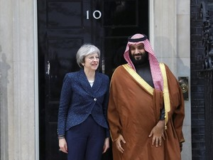 Momen Putra Mahkota Saudi Bertemu dan Salaman dengan PM Inggris