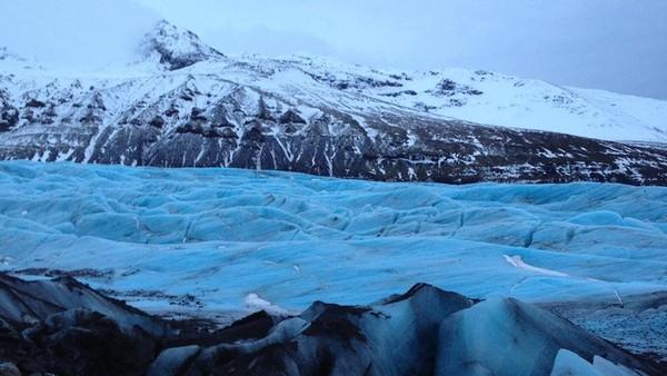 Selain melihat gua es, kamu juga bisa berkunjung ke blue lagoon, aurora, dan golden circle classic yang berada di kawasan taman nasional tersebut. (Tripadvisor)