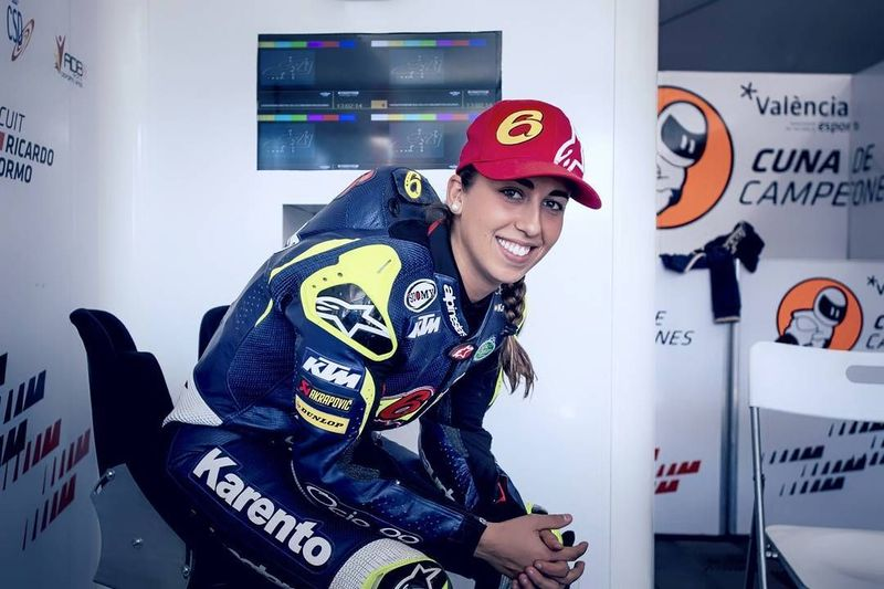 Maria Herrera tidak hanya disibukan dengan latihan dan balapan motor saja. Dia juga sering traveling. (mariaherrera_6/Instagram)