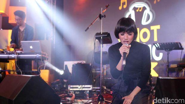 Nuansa Kental EDM dari Tanayu di d'HOT Music Day 2018