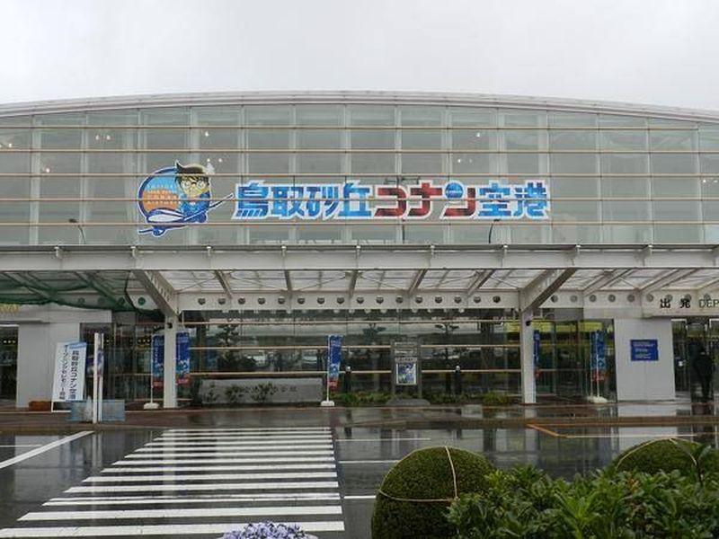 Bandara ini bernama Tottori Sand Dunes Conan Airport. Berada di Prefektur Tottori, wilayah barat Jepang. (Fanpage Detective Conan/Facebook)