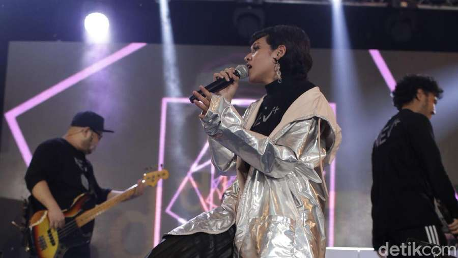 NEV+ Dea Sukses Tutup dHOT Music Day 2018