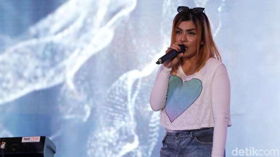 Luapan Energi Novita Dewi di dHOT Music Day 2018