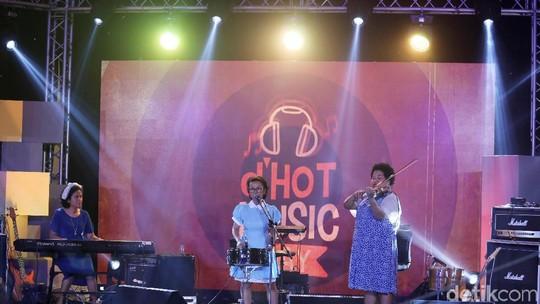 Aksi Jenaka NonaRia Bawa dHOT Music Day 2018 Kembali Bernostalgia