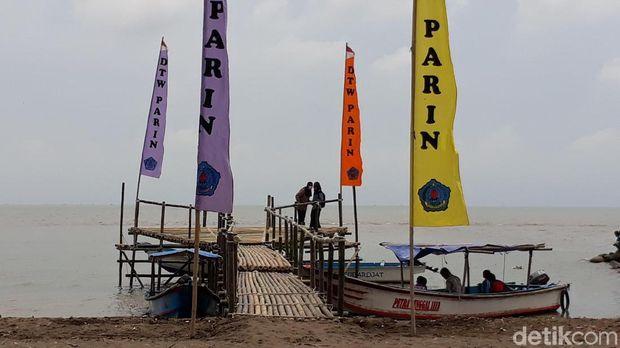 Muara Sungai Sigeleng Brebes jadi tempat wisata pemancingan.