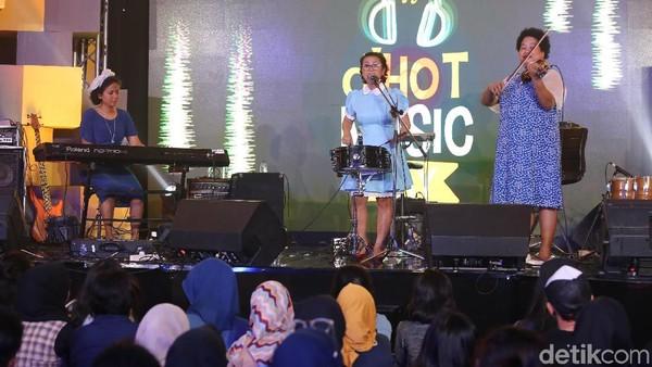 Pesan Nonaria dan The Overtunes untuk Musik Indonesia