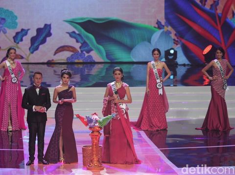 Bak Burung Merak, 6 Besar Puteri Indonesia 2018 Elegan Bergaun Tenun Garut