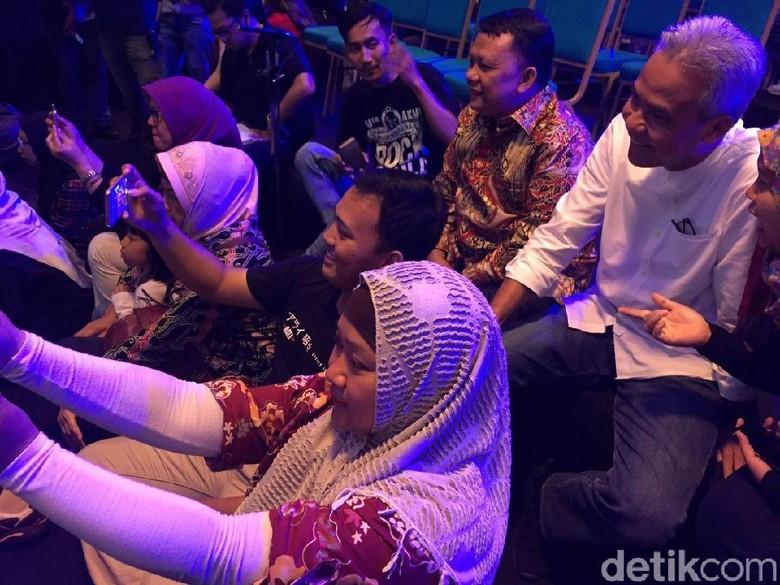Ganjar Jadi Rebutan Selfie di dHot Music Day