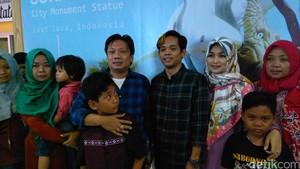 Dua Pelawak Jatim yang Sempat Ditahan di Hong Kong Tiba di Surabaya