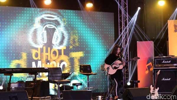 Lihat Penampilan Si Manis Nadya Fatira di dHOT Music Day 2018 Yuk!