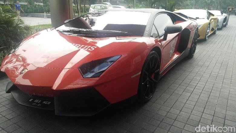 Mobil Lamborghini saat akan memulai touring (Foto: Khairul Imam Ghozali)