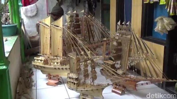 Membuat miniatur kapal jadi sumber penghasilan Wahidi/