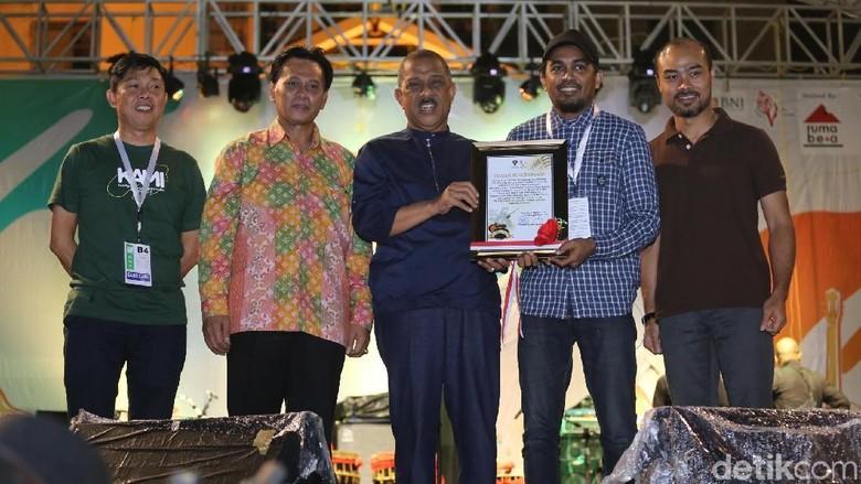Pemerintah Kota Ambon Beri Penghargaan pada Musisi Tanah Air. Foto: Hanif Hawari