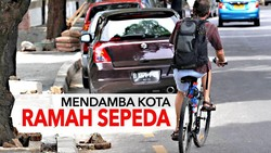 Tutup Gorong-gorong Bercelah Lebar Hantui Pesepeda di Jakarta