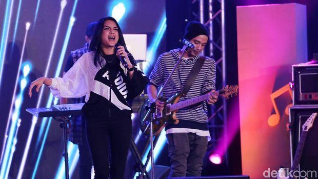 Bernuansa EDM, Volmax Hentak Panggung d'HOT Music Day 2018