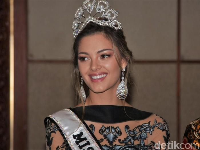 Miss Universe 2017 Demi-Leigh Nel-Peters di konferensi pers Grand Final Pemilihan Puteri Indonesia. Foto: Mohammad Abduh/Wolipop