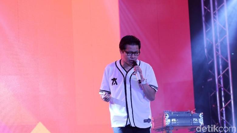 Nyanyikan Indonesia Raya di Debat Capres Kedua, Armand Maulana Minta Doa