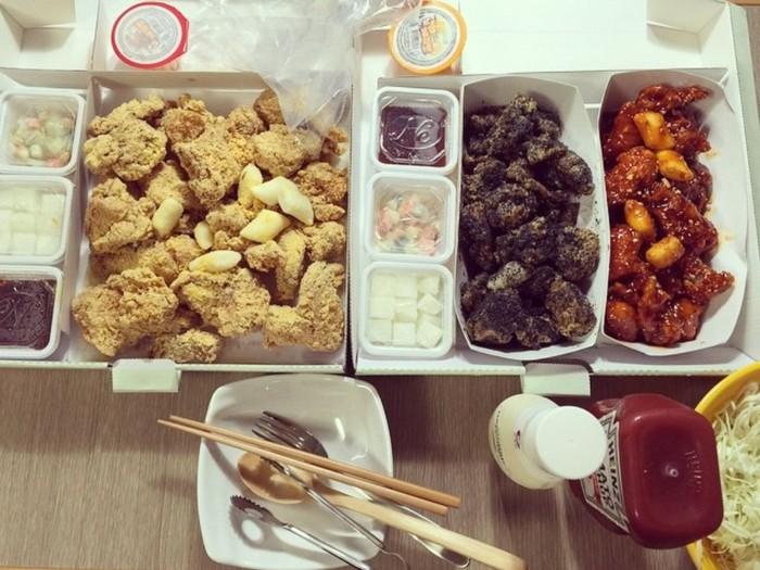 Mukbang adalah siaran video di mana seseorang berusaha menghabiskan banyak makanan sambil disaksikan oleh penontonnya. Sekali siaran Fitness Fairy dapat menghabiskan porsi makanan untuk satu keluarga. (Foto: Instagram/midyoung)