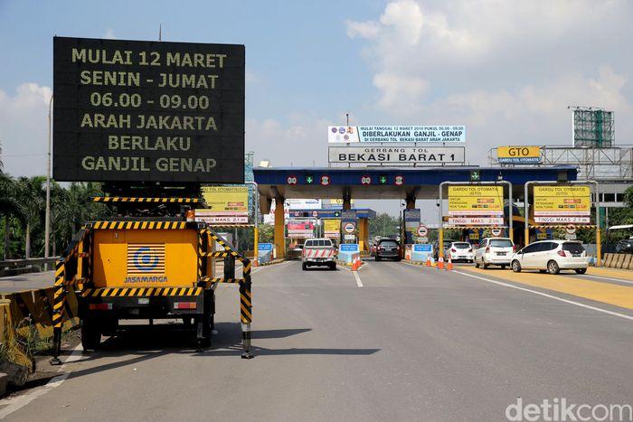 Program penanganan kemacetan Tol Jakarta-Cikampek berisi tiga aturan yang diyakini bakal ampuh mengatasi kepadatan di tol tersebut.