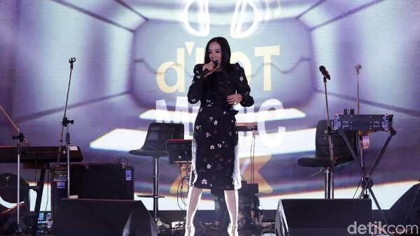 Mulan Jameela Panaskan Malam Puncak dHOT Music Day 2018