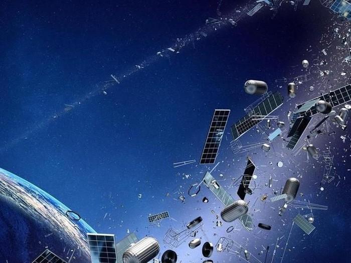 Upaya bersih-bersih sampah antariksa di orbit Bumi