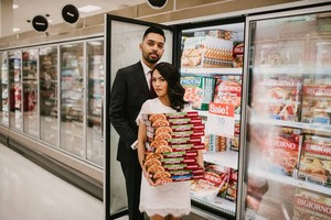 Unik! 10 Foto Pernikahan di Supermarket Ini Bikin Netizen Baper