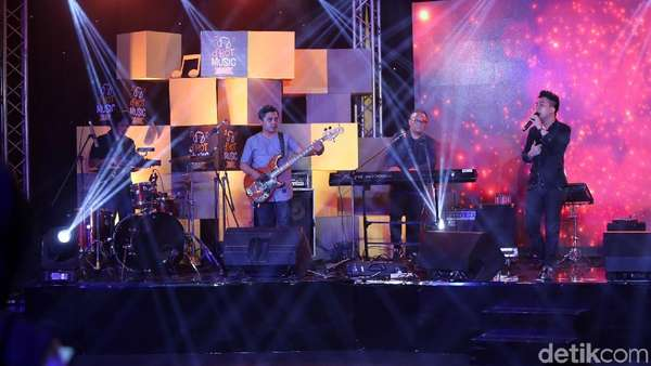 Awas Galau! Lagu Romantis Badai Romantic Project di dHOT Music Day 2018