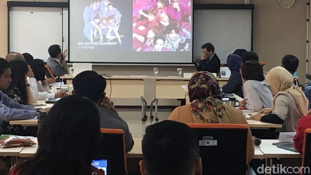 Saat Diplomat Muda RI Belajar K-Pop Wave