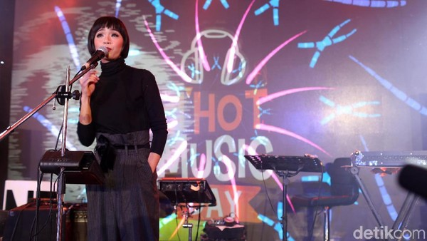 Nuansa Kental EDM dari Tanayu di dHOT Music Day 2018