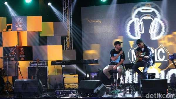 Vidi Aldiano Kirim Cinta di dHOT Music Day 2018