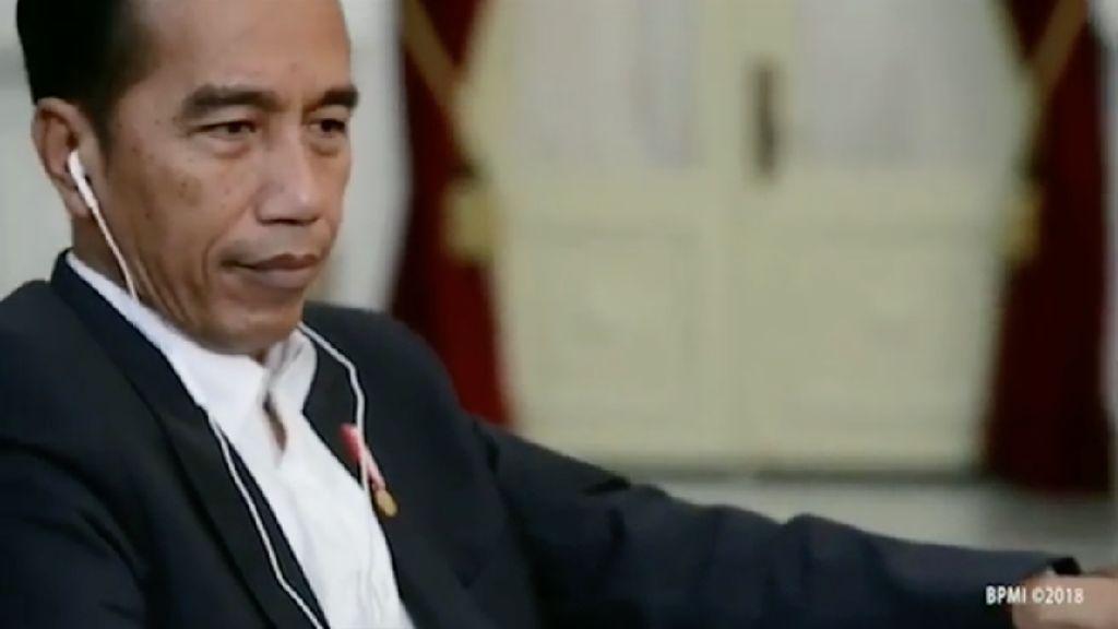 Gaya Jokowi Dengar Lagu Slank Saat Ucapkan Selamat Hari Musik Nasional