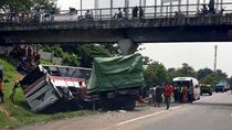 Imbas Penanganan Kecelakaan Bus Vs Truk, Tol Cikampek Macet 3 Km