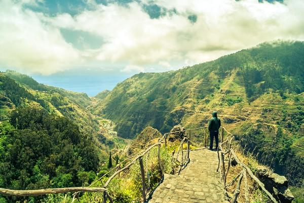 Pulau Madeira punya bentang alam yang lengkap. Kalau ini pegunungannya yang amat indah. (Thinsktock)