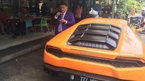 Duh, Hotman Paris Bawa Lamborghini di Jalanan Rusak Jakarta