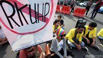 Giliran Mahasiswa Pontianak Demo Geruduk Gedung DPRD Kalbar