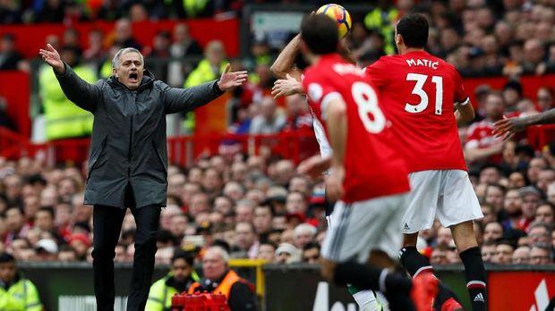 Jose Mourinho gagal memberikan gelar untuk Manchester United di musim kedua.