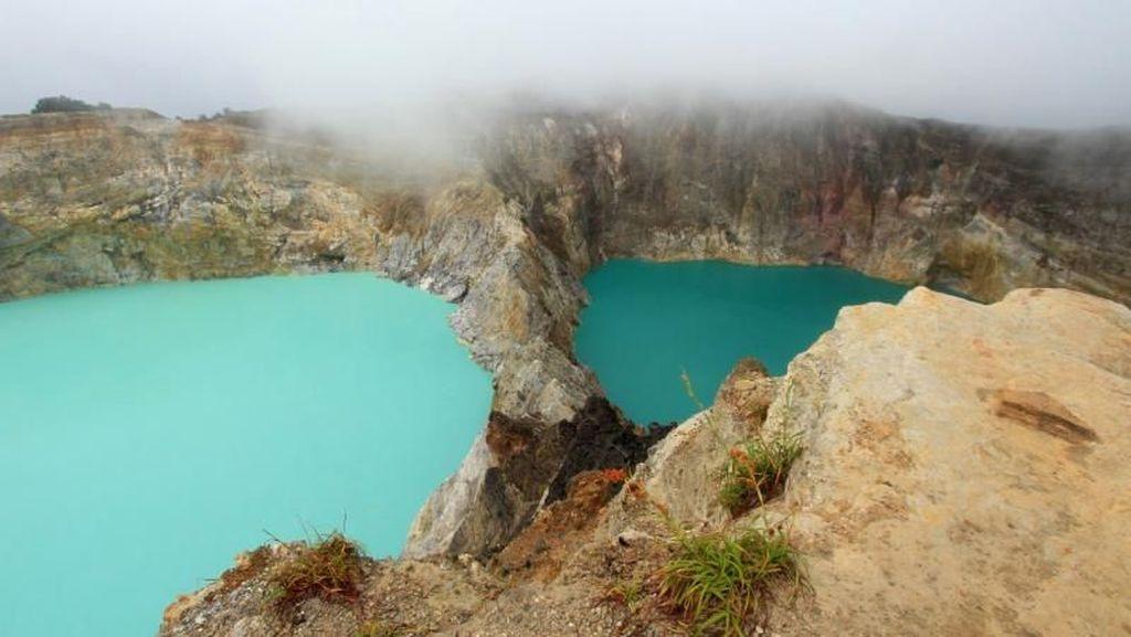 Beginilah Danau 3 Warna Kelimutu yang Terkenal Itu